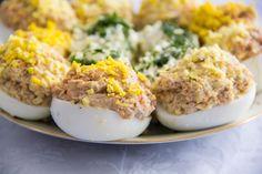 Parca nu e sarbatoare fara un platou mare cu oua umplute, care mai de care mai apetisante, nu-i asa? Incearca si reteta de oua umplute cu ton, un deliciu pentru iubitorii de peste, ce sigur va fi apreciata de invitati! Romanian Food, Mashed Potatoes, Appetizers, Ethnic Recipes, Mai, Kitchen, Kitchens, Recipies, Whipped Potatoes