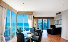The #GoldCoast: Long stretches of beach, theme parks, glitz, glamour & a vibrant night life... the perfect playground for a beach getaway! At the Pacific Views Resort you'll be right on the beach with spectacular views, fully equipped & just steps away from the Marina, Sea World & the Shopping Centre: #Australia