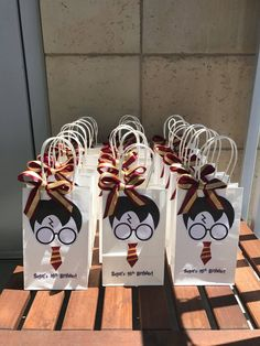 Items similar to hp party bags on etsy - Harry Potter party bags Baby Harry Potter, Harry Potter Baby Shower, Harry Potter Motto Party, Images Harry Potter, Harry Potter Fiesta, Harry Potter Thema, Cumpleaños Harry Potter, Harry Potter Wedding, Harry Potter Birthday Cake