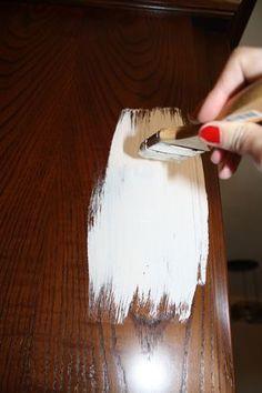 Diy: transformación y decapado de un mueble Hand Painted Furniture, Recycled Furniture, Diy And Crafts, Arts And Crafts, Painting Tips, Furniture Makeover, Chalk Paint, Home Deco, Decoupage