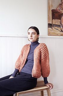 Carlisle Cardigan is a minimalist aesthetic design, and is bold on texture. Knit in an easy top down manner, in a classic raglan style. Knitting Blogs, Hand Knitting, Knitting Projects, Knitting Patterns, Carlisle, Cardigan Pattern, Knit Cardigan, Minimalist Clothing Brands, Ästhetisches Design