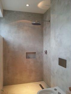 Betoncire auf Kalk Zement Basis für Böden und Wände Glatt und ohne Poren in betonoptik, sodass der Schmutz und Staub nicht ansetzen kann.