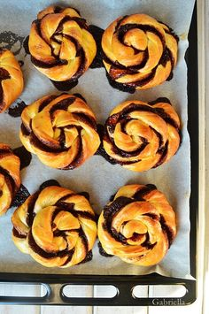 Kakaós csavart csiga Doughnut, Deserts, Muffin, Breads, Food, Kitchen, Recipes, Baking Center, Postres