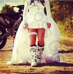 Un jour croyez moi, je porterai des bottes de moto à mon mariage !! <3