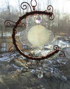 Inspirational Idea using some copper wire etc Moon Garden, Garden Art, Glass Ceramic, Wire Art, Stars And Moon, Suncatchers, Wind Chimes, Stained Glass, Glass Art