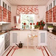 Curtsins on the outside of the doors. Cozinha Romantica Source by Red And White Kitchen, Red Kitchen, Vintage Kitchen, Cottage Wallpaper, Kitchen Wallpaper, Country Cupboard, Country Kitchen, Red Cottage, Cottage Style