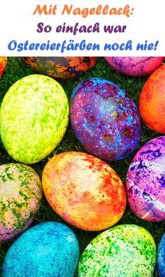 Nagellack ist nur für die Finger da? Von wegen, wir bemalen dieses Jahr unsere Ostereier damit und die sehen lackiert auch noch richtig gut aus.
