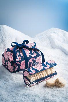 ラデュレ(Ladurée)から、クリスマス限定マカロンボックス「アプサラ」が2016年11月25日(金)より登場。 「アプサラ」は、深いナイトブルーとピンクのベルベットの花で美しく飾った限定マカロンボ...