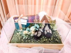 Wedding Gift Baskets, Wedding Gift Wrapping, Wedding Gifts, Hamper Boxes, Gift Hampers, Wedding Keepsakes, Bride Gifts, Wedding Stuff, Diy And Crafts