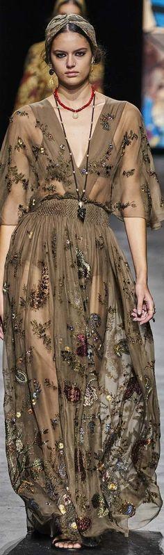 Catwalk Fashion, Fashion Moda, Fashion 2020, High Fashion, Fashion Show, Womens Fashion, Fashion Design, Fashion Trends, Haute Couture Paris