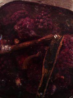Forleden skrev jeg om Svigermors forbandede brombærbusk, som står inde i hendes ribsbusk. Og jeg skrev også om hvordan jeg har lavet snaps...