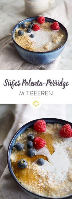 Gibt dem Morgenmuffel in dir eine klare Abfuhr und bereite große Schüssel Polenta-Porridge mit Ahornsirup, Zucker, Zimt und frischen Beeren zu.