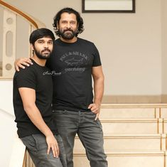 Vikram and his son Dhruv Vikram Actor Picture, Actor Photo, Galaxy Pictures, Cool Pictures, Long Thick Hair Men, Movie Photo, I Movie, Actors Images, Celebrity Gallery