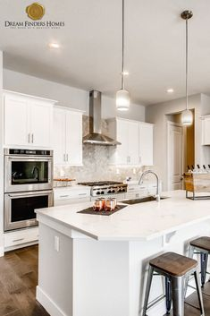 We are obsessing over this bright, modern kitchen in our Barcelona model. Kitchen Decor, Kitchen Design, New Home Construction, Custom Kitchens, Interior Decorating, Interior Design, Home Trends, New Home Designs, Kitchen Backsplash