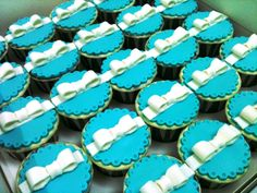 turquoise cupcakes with bows