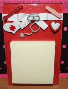 Nurse Acrylic Magnetic Post It Note Holder - cute idea to copy! Nursing Notes, School Nursing, Funny Nursing, Nurse Gifts, Teacher Gifts, Lansinoh Nursing Pads, Fun Crafts, Paper Crafts, Nurse Quotes