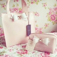 Pink bag shared by Aera on We Heart It Cute Handbags, Beautiful Handbags, Beautiful Bags, Pink Handbags, Fashion Handbags, Cute Purses, Purses And Bags, Just Girly Things, Girly Stuff