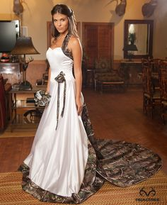 Realtree Camo Wedding Dress - Elegant and Country. Keywords: #weddings #jevelweddingplanning Follow Us: www.jevelweddingplanning.com  www.facebook.com/jevelweddingplanning/