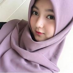 Sandra Andini Hijaber is Beautiful - Hijaber Manja Beautiful Hijab Girl, Beautiful Muslim Women, Beautiful Asian Girls, Hijab Casual, Hijab Chic, Hijabi Girl, Girl Hijab, Hijab Fashion, Girl Fashion