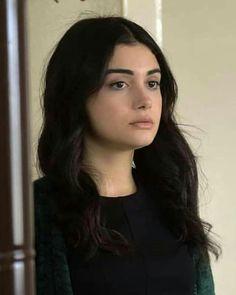 Fan Gif, World Most Beautiful Woman, Xnxx, Turkish Beauty, King Queen, Girl Photography, Dramas, Muse, Queens