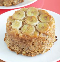 Banana Upside Down Cake Baked Oatmeal. Caramelized bananas add something extra special to this gluten-free and vegan baked oatmeal. This probably blurs the line between breakfast and dessert, but I'm not complaining Healthy Recipes, Healthy Desserts, Vegetarian Recipes, Dessert Recipes, Healthy Meals, Breakfast Recipes, Healthy Eating, Vegan Baked Oatmeal, Banana Upside Down Cake