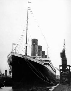 This photo was taken on April and shows the The RMS Titanic departing Southampton, England on her maiden voyage. On the night of 14 April during her maiden voyage, Titanic hit an iceberg and sank two hours and forty minutes later, early on 15 April Rms Titanic, Titanic Photos, Titanic Ship, Titanic History, Titanic Wreck, Titanic Sinking, Nagasaki, Hiroshima, Fukushima