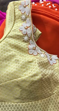 Embroidery Neck Designs, Hand Work Embroidery, Simple Blouse Designs, Blouse Neck Designs, Maggam Work Designs, Designer Blouse Patterns, Work Blouse, Fashion Boutique, Womens Fashion