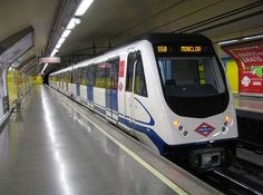 This is the metro. The people go into the metro to go to diferent places. I use it from Monday to friday to go to the school and to go to my house. I sometimes wait 5 minutes. The advantage is that is fast, but the disadvantaje is that so many people use it. I like usin it because it is so fast.