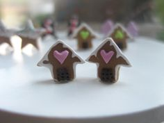 ●●●●●●●●●●●●●●The listing is for ONLY one item●●●●●●●●●●●●●●  ● Little handmade butter gingerbread cookies in the shape of houses with white cream and candy hears, all made of polymer clay. Don't forget to choose your pair according to the color of the hears you prefer!  ● Sterling silver studs earrings!  Gingerbread Dimensions aprox: 1cm x 1cm
