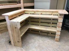 Diy Pallet Sofa, Wooden Pallet Furniture, Diy Pallet Projects, Wooden Pallets, Bar Furniture, Pallet Ideas, 1001 Pallets, Pallet Wood, Outdoor Pallet Bar