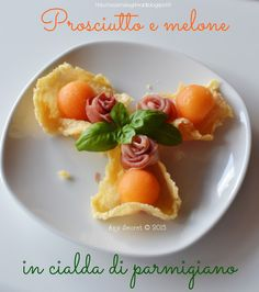 Prosciutto e melone in cialda parmigiano Fancy Appetizers, Finger Food Appetizers, Tapas, Wine Recipes, Cooking Recipes, Appetizer Buffet, Party Finger Foods, Antipasto, Food Lists