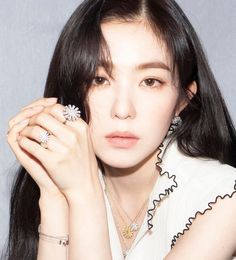 Find images and videos about kpop, red velvet and irene on We Heart It - the app to get lost in what you love. Red Velvet アイリン, Irene Red Velvet, Velvet Style, Seulgi, Red Velet, Lady, Kpop Girls, Makeup Looks, Make Up