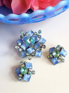 Vintage Blue and AB Rhinestone Brooch and Earring Set, Blue and Aqua Rhinestones Jewelry Set by JanesVintageJewels on Etsy Rhinestone Jewelry, Vintage Rhinestone, Vintage Earrings, Vintage Jewelry, How To Make Necklaces, Gold Bangle Bracelet, Artisan Jewelry, Earring Set, Jewelry Sets