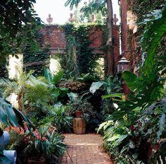Paved courtyard with tropical feeling (via Midwest Living) Small Tropical Gardens, Tropical Garden Design, Tropical Landscaping, Luxury Landscaping, Hot Tub Garden, Balcony Garden, Dream Garden, Paris Balcony, Balcony Ideas