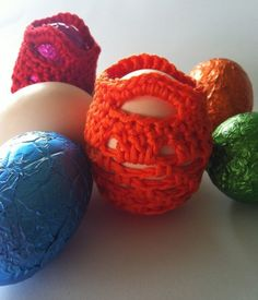 Free pattern for mini string bags - Perfect for real eggs too!