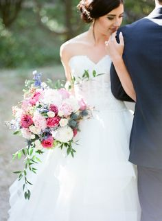 This bouquet is the one! So pretty. View the full wedding here: http://thedailywedding.com/2016/08/05/kate-spade-wedding-inspiration/
