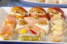 Receta de Canapés variados en http://www.recetasbuenas.com/canapes-variados/ Prepara una bandeja de estos ricos canapés variados como entrante a una comida o cena de forma rápida y fácil. Puedes intentar hacer tus propias creaciones.  #recetas #Tapas #canapes