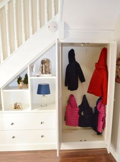 20 Brilliant Ideas For Understairs Storage Ideas Brilliant Ideas For Understairs Storage Ideas 05 The post 20 Brilliant Ideas For Understairs Storage Ideas appeared first on Flur ideen. Under Stairs Nook, Closet Under Stairs, Under Stairs Cupboard, Basement Stairs, House Stairs, Living Room With Stairs, Staircase Storage, Hallway Storage, Staircase Design