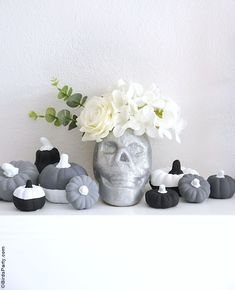 Halloween Mantel DIY Modern Décor -neutral, black and white monochrome craft projects for a easy and inexpensive Halloween décor! #halloween #diy #crafts #halloweendecor #halloweenathome #halloweendecor #halloweencrafts #halloweendiy #halloweenblackandwhite #blackandwhitehalloween #modernhalloween #neutralhalloween Halloween Mantel, Modern Halloween, Fun Halloween Crafts, Festive Crafts, Halloween Party Supplies, Easy Craft Projects, Diy Crafts, Diy Mantel, French Crafts