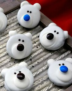Polar bear #christmas cookies! Easy to make and super cute! Everyday Dishes & DIY