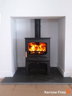 The Charnwood C5 with log store fits perfectly into this clean contemporary fireplace. The wide window of the C5 is very popular giving a good view of the fire when burning. #charnwood #stove #wood #burner #multifuel #fire #log #store #contemporary #modern #simple #clean #lines #fireplace #hearth #kernowfires #wadebridge #redruth #cornwall