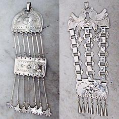 colgantes de alpaca, artesanias mapuches Tribal Jewelry, Beaded Jewelry, Silver Necklaces, Silver Jewelry, World Cultures, American Jewelry, Chandelier Earrings, Crochet, Jewelery
