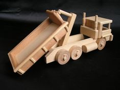 Woodworking Projects For Beginners: Six Easy Project Ideas - Adams Easy Woodworking Projects Wooden Toy Trucks, Wooden Car, Beginner Woodworking Projects, Woodworking Toys, Shoe Rack Plans, Natural Toys, Diy Holz, Kids Wood, Wooden Gifts