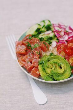 Salmon Recipes 415105290653391666 - Pokebowl au saumon Source by pourdebon Healthy Salmon Recipes, Good Healthy Recipes, Vegan Recipes, Cooking Recipes, Healthy Dinners, Salmon Avocado, Smoked Salmon, Poke Bowl, Yummy Food