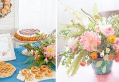 сладкий стол с пирогами  печеньем