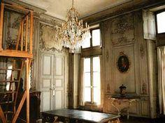 """Room during conservation at Salon de Musique, Bibliothèque de l'Arsenal, 2004.- 19) SALON DE MUSIQUE:..dernier que led.défunt Sr Muidebled lui a prêté 4 cuillers et 4 fourchettes d'argent, un autre de 884 livres et autres pièces par compte sur led. Dauphin de tout ce que led. défunt a fait pour luy et des engagements qu'ils ont contractés l'un par l'autre"""". -Le jeune couple s'installe près de l'hôtel de ville, dans le quartier de l'Orme St-Gervais. Dauphin travailla pour divers…"""
