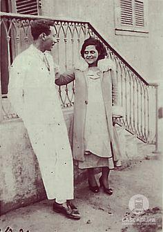 Av. Ernani Cardoso - 1931 Sr. Eugenio e Dª. Mônica, dois membros da família Muniz, posando para uma foto, na calçada da residência da famíl...