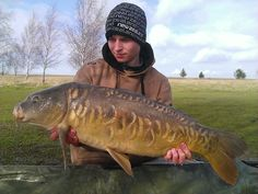 Ronnie Tew with a cracking mirror carp