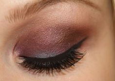 A very well-executed purple smokey eye. I'm gonna try this one. (P.S. All you green-eyed beauties: PURPLE eye shadow does wonders to make your GREEN eyes pop!)