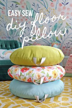 diy pillows How to Sew a DIY Floor Pillow tutorial - Easy Sewing Projects, Sewing Projects For Beginners, Sewing Hacks, Sewing Tutorials, Sewing Crafts, Sewing Tips, Tutorial Sewing, Sewing Ideas, Coin Purse Tutorial